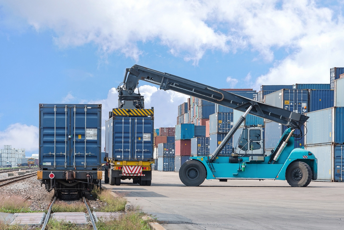 Transportation of flour oil and meal in sea containers Container